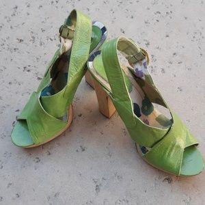 🚺Bakers wooden platform heels